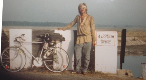 October 1987. Edwin Steussy, 24, traveling India by bicycle.
